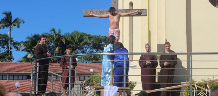 Via Sacra com encenação na manhã desta Sexta-feira Santa